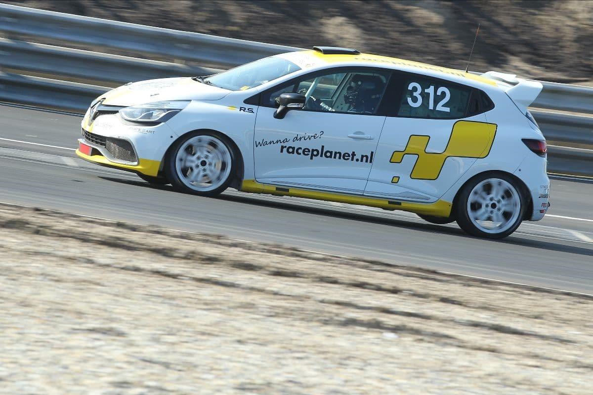 Renault clio cup tijdens eerste race op circuit zandvoort 2020 team bleekemolen