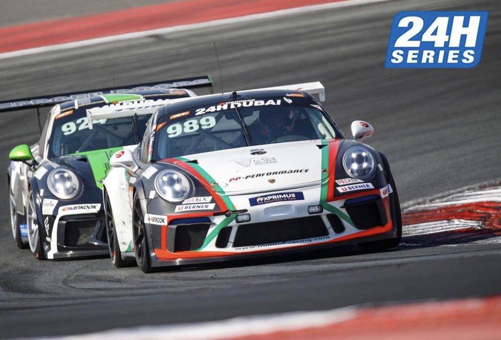 Jeroen Bleekemolen tijdens de 24H series van Dubai in een Porsche 911 van MRS Racing aan het racen op het circuit Autodrome Dubai.
