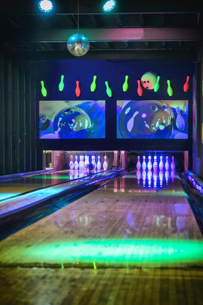 Bowlingbanen van Race Planet in Amsterdam en Delft in disco thema.