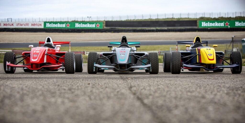 Formule RP1s in racekleuren op Circuit Zandvoort bij Bleekemolens Race Planet.