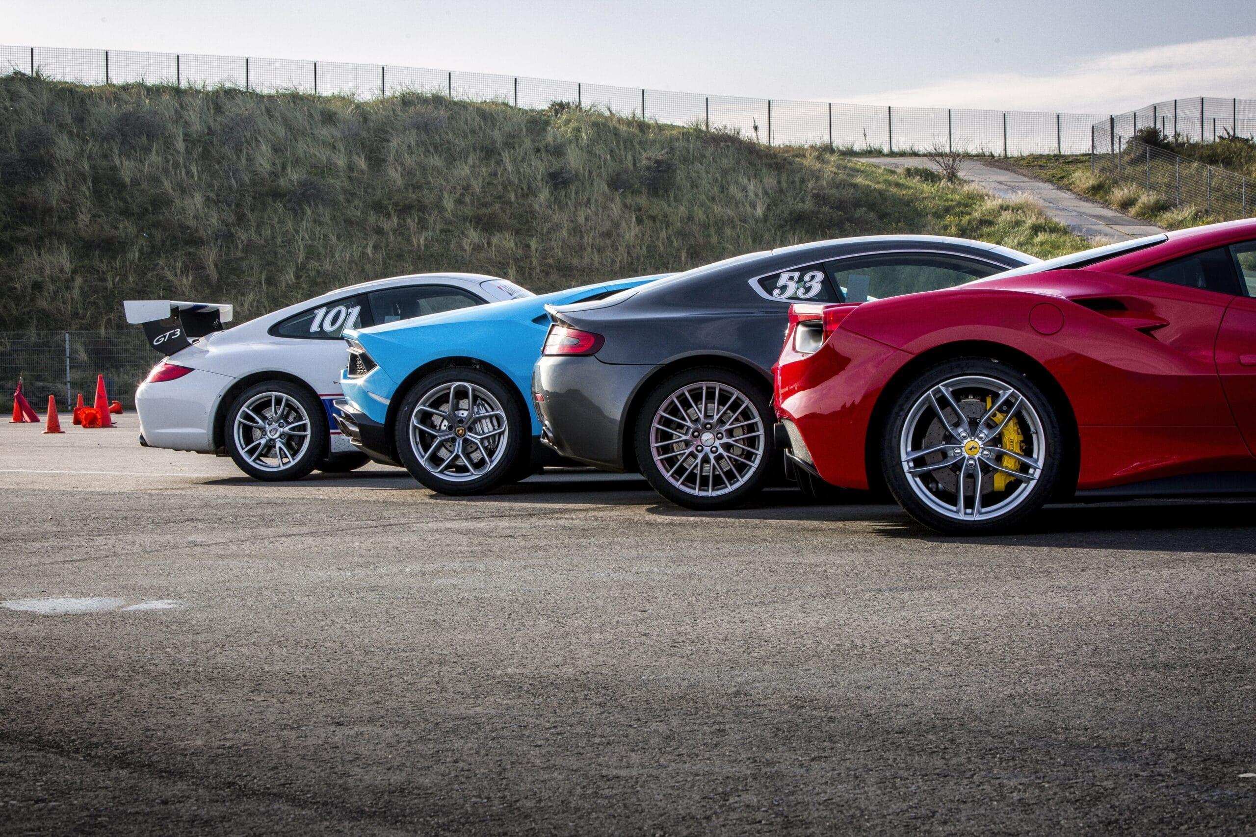Ferrari 488 GTB, Aston Martin V8 Vantage en Lamborghini Huracan op Circuit Zandvoort als onderdeel van de Race Planet Gold Experience.