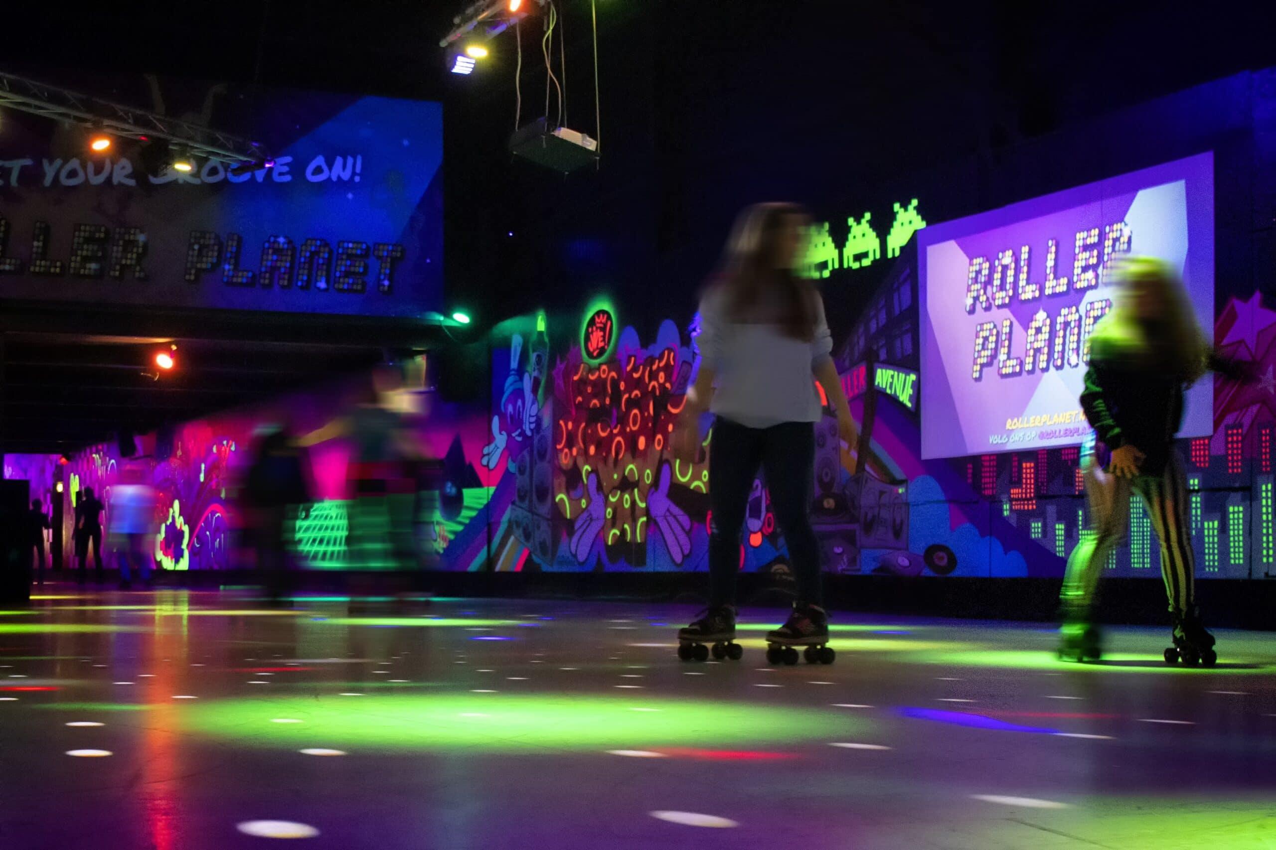 Rolschaatsbaan of rink in Amsterdam van Roller Planet met rollerskaters.