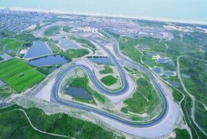 Luchtfoto van Circuit Zandvoort met het zicht op de verschillende bochten.
