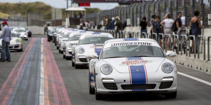 Porsche 911's achter elkaar in de pitstraat op Circuit Zandvoort bij Race Planet.