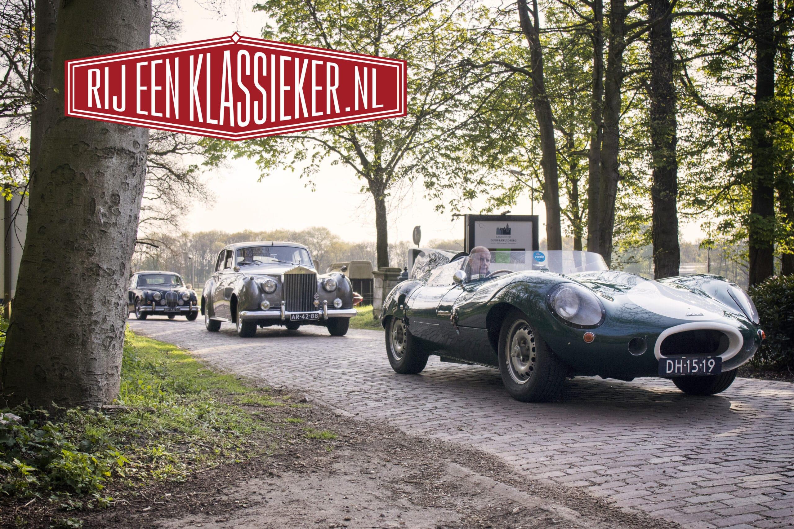 Klassieke Jaguars, Rolls Royce en andere oldtimers tijdens een klassiekerrit.